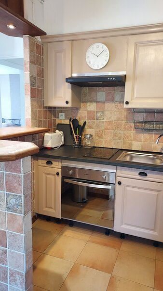 Appatement 4 personnes avec cuisine, holiday rental in Contes