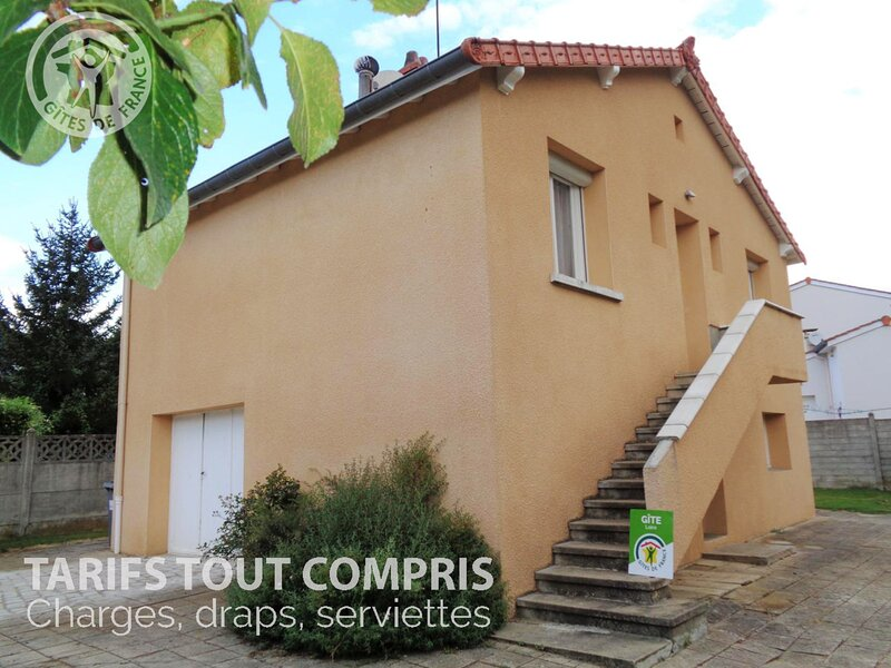 Le Sorbéran, holiday rental in Sainte-Croix-en-Jarez