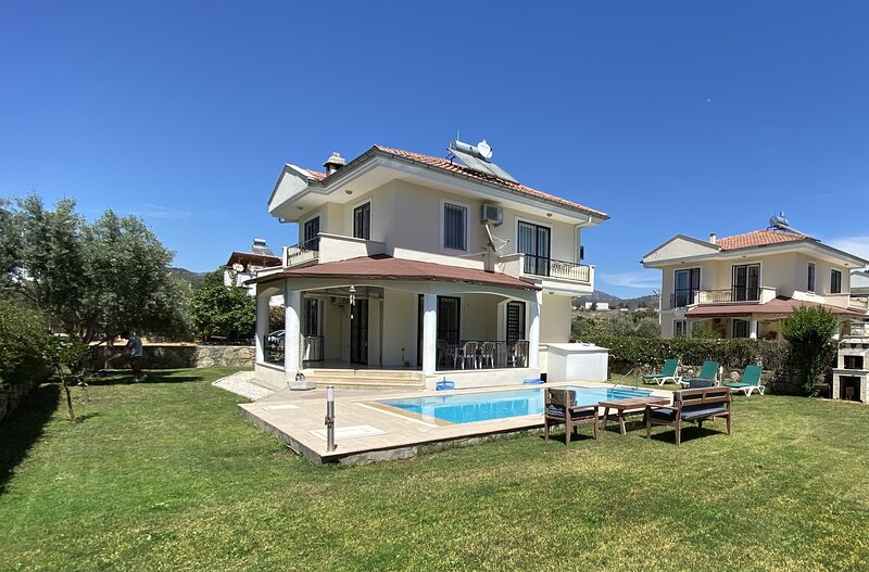 Villa Ana 3 Bedroom Private Pool and Garden Free Wifi Available, holiday rental in Yaniklar