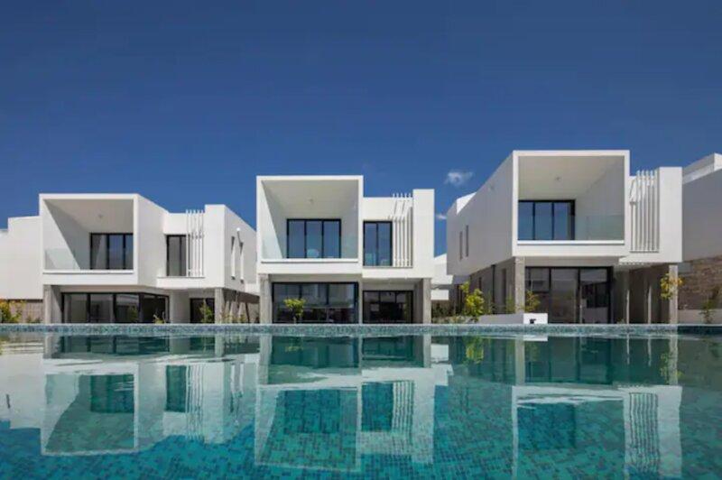 Avalon 1 Villa 6 communal pool, aluguéis de temporada em Emba
