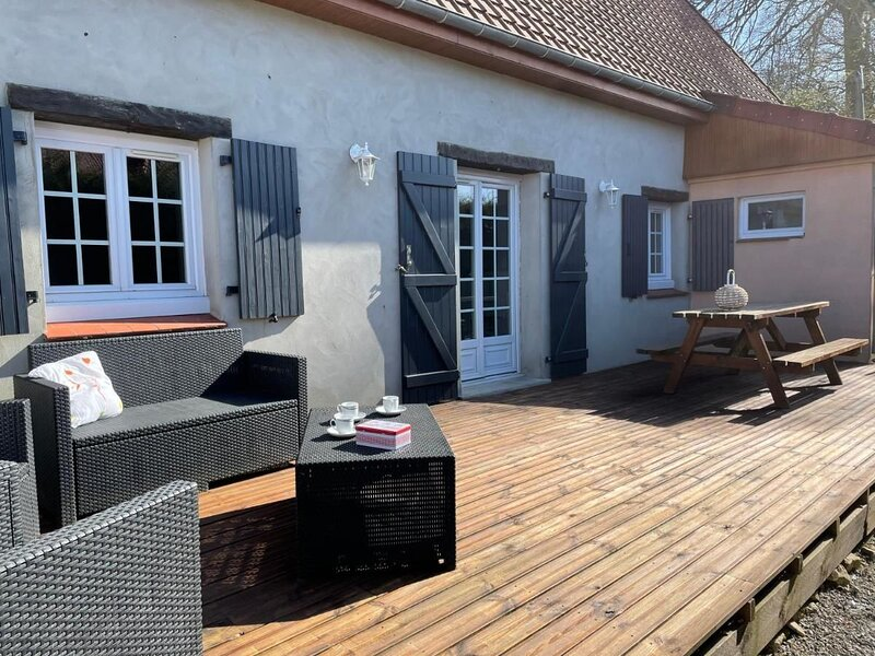 Beautiful house with shared pool, holiday rental in Licques