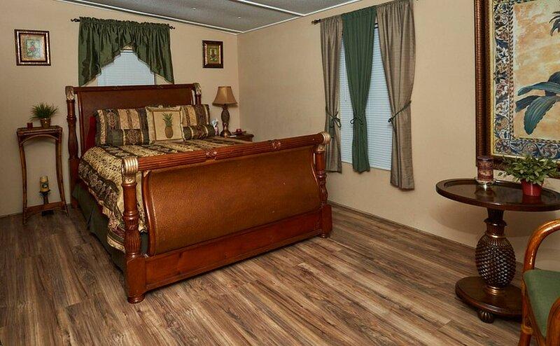 Pleasant Days Bb Tropical Master Suite, alquiler de vacaciones en Homosassa Springs