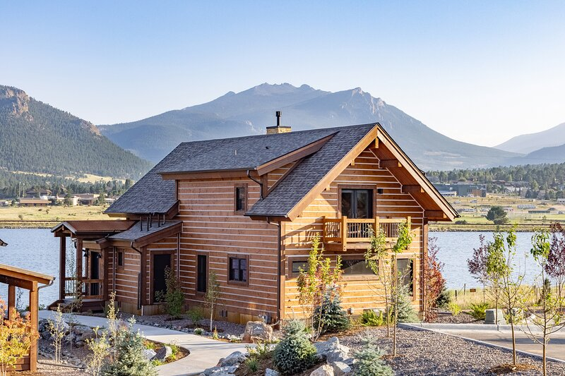 Lake Estes Oasis - Indoor/Outdoor fireplace and Jacuzzi, alquiler de vacaciones en Glen Haven