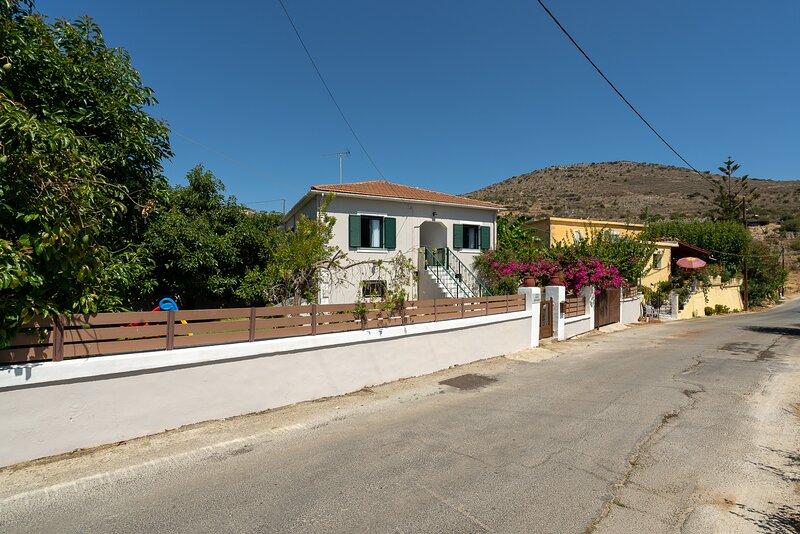 Villa Aphrodite Kalamitsi, holiday rental in Sellia