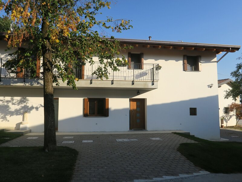 Casa di Nonno (CID160), vacation rental in San Leonardo