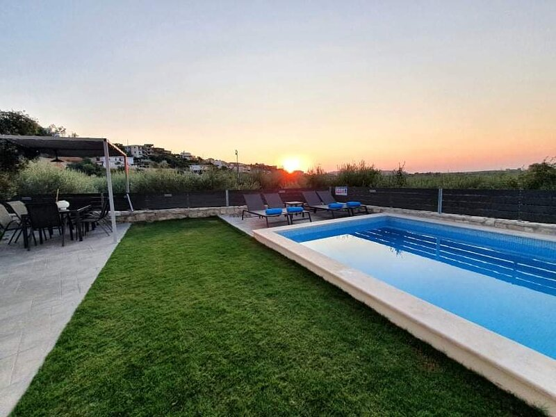 New Villa Dionisia with private pool and BBQ area!, holiday rental in Lameriana