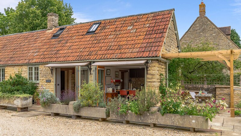 Little Coach House, Stanton St John - sleeps 4 guests  in 2 bedrooms, holiday rental in Chesterton