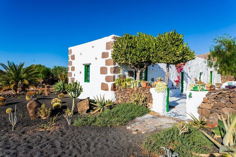 Casa Elías, Retiro Rural cerca del Mar, holiday rental in Las Brenas