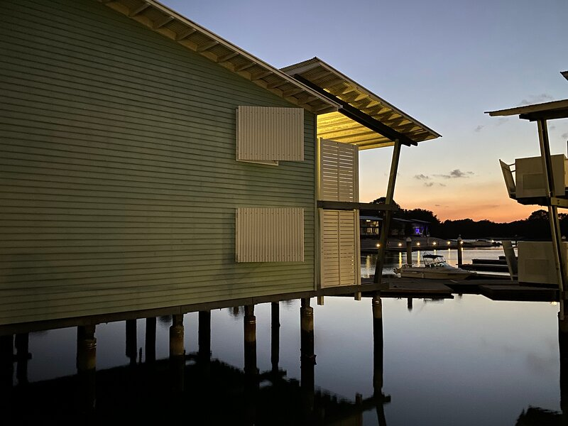 ROMANTIC STUDIO APARTMENT – COURAN COVE - THE PERFECT ISLAND ESCAPE AWAITS YOU, holiday rental in Upper Coomera