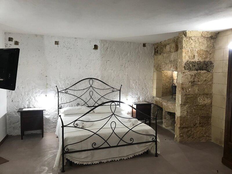 La Cortellenica - Room Mandorle, holiday rental in Gemini