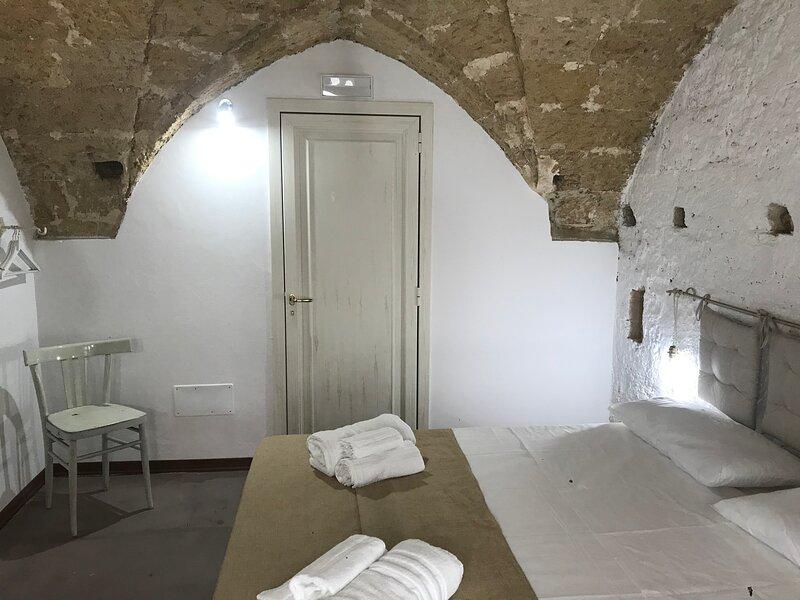 La Cortellenica - Room Grotta, holiday rental in Gemini