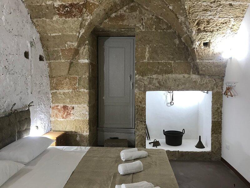 La Cortellenica - Room Libico, holiday rental in Gemini