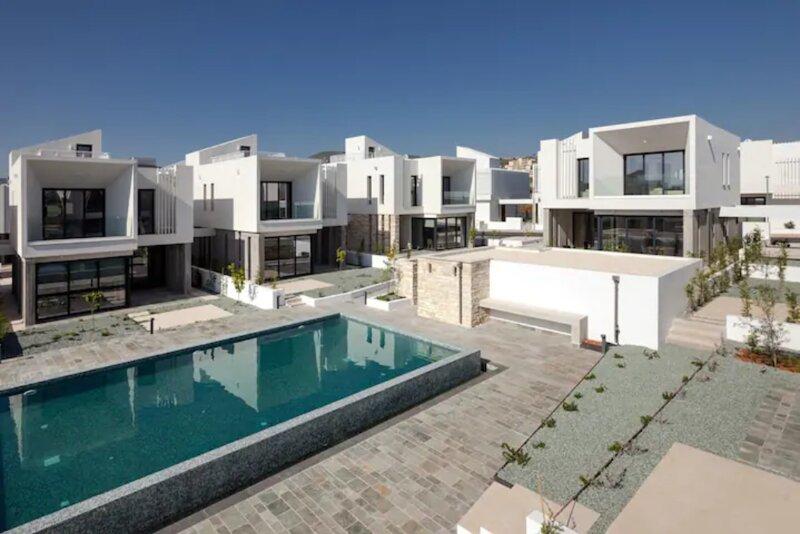Avalon 1 Villa 5 communal pool, aluguéis de temporada em Emba
