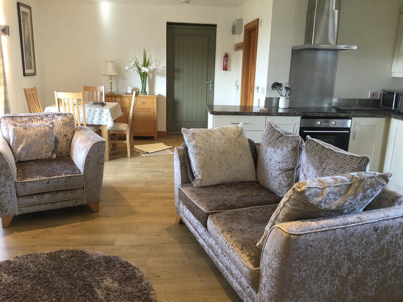 The Mews situated in a rural area close to beaches and Dartmoor.Sleeps 4, vacation rental in Trusham
