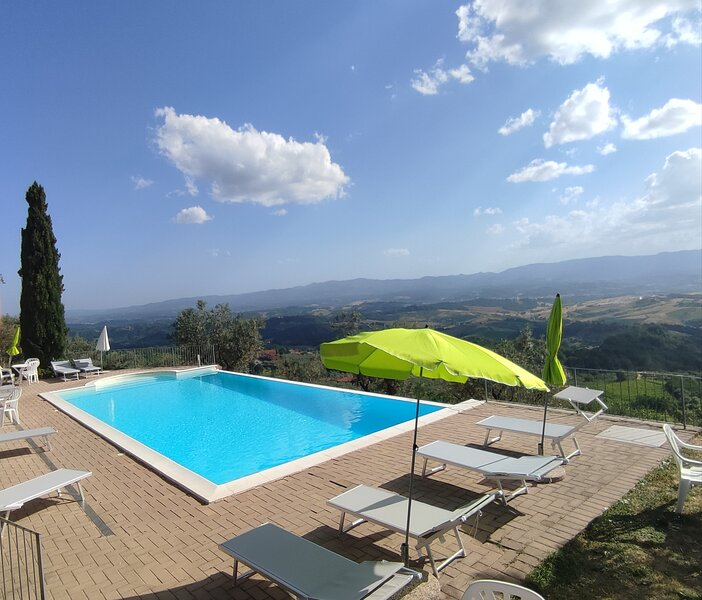 Villa indipendente con piscina,  patio e veranda panoramica sul chianti, casa vacanza a Loro Ciuffenna