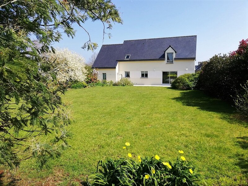 4 bedroom holiday property 10 minute walk to beach, location de vacances à Saint-Cast le Guildo