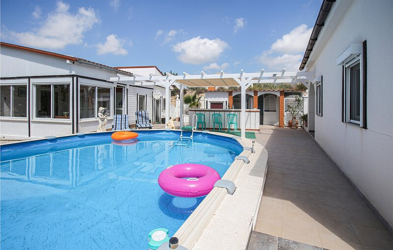 Awesome home in Busot with Outdoor swimming pool, WiFi and 3 Bedrooms (EBI483), location de vacances à Alcoy