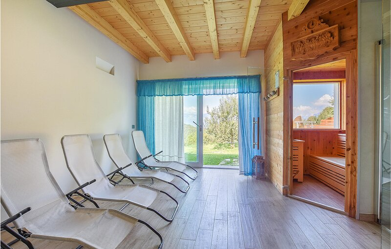 Beautiful home in Borgo Valbelluna with Jacuzzi, WiFi and 10 Bedrooms (IDD382), holiday rental in Revine Lago