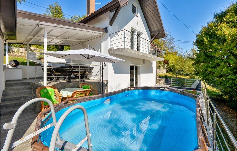 Stunning home in Donji Zvecaj with WiFi, Outdoor swimming pool and 3 Bedrooms (C, vacation rental in Duga Resa