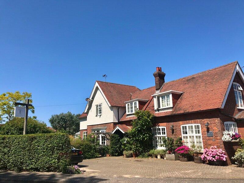 Magnolia Cottage Sheringham, vacation rental in West Beckham
