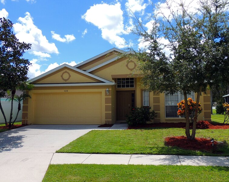 Little Palms Villa. A lakeside home with style., vacation rental in Bradenton
