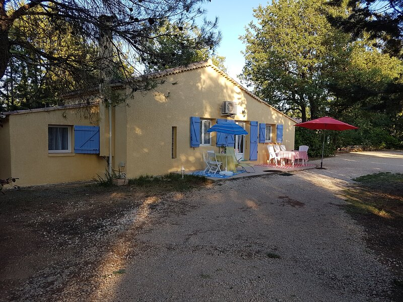 Inviting 2-Bed House in Provence-Alpes-Côte d'Azur, holiday rental in Ollieres