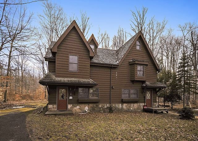 Comfortable and affordable lodging right in the center of Canaan Valley!, holiday rental in Canaan Valley