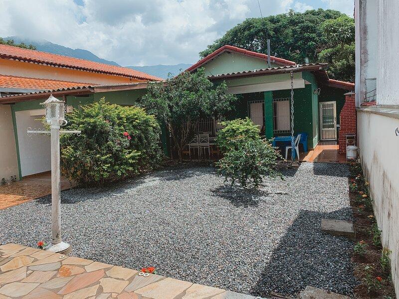 Casa com piscina em São Sebastião/SP 200m da praia, casa vacanza a Bairro da Enseada