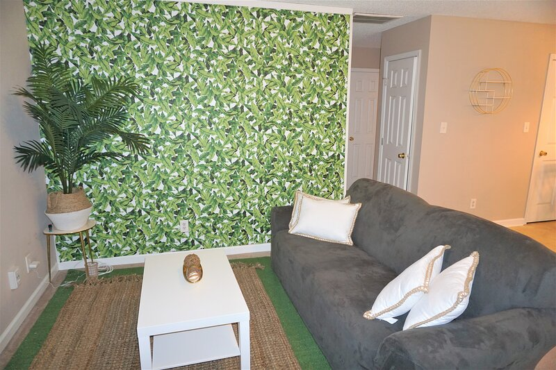 Comfy Home, King Bed, 15 mins from airport and downtown Atlanta, Free parking, holiday rental in South Fulton