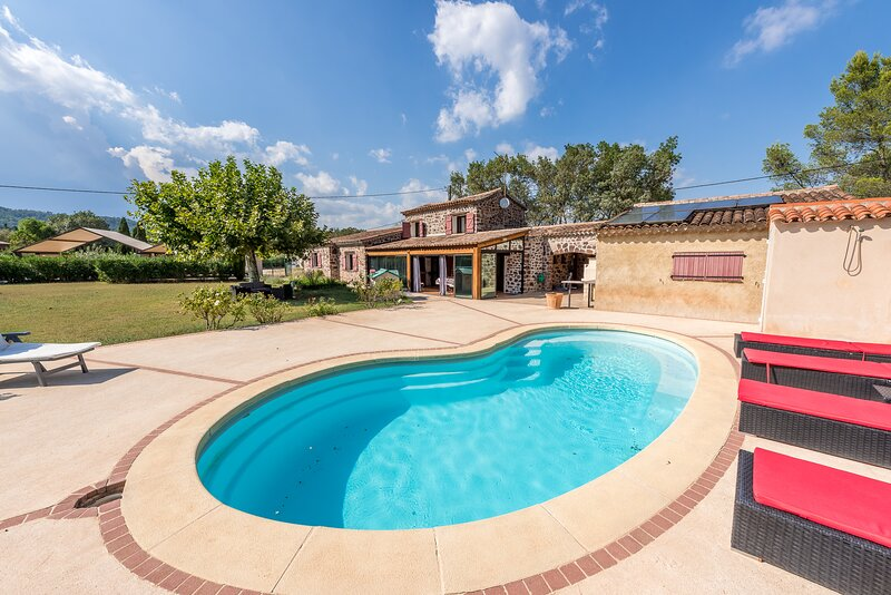 94918 3-bedroom villa, airco, garden 7000m2, ideal for children, pool 8 x 4 mtr., holiday rental in Le Luc