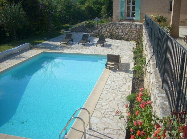 Spacious villa with swimming-pool, location de vacances à Andon