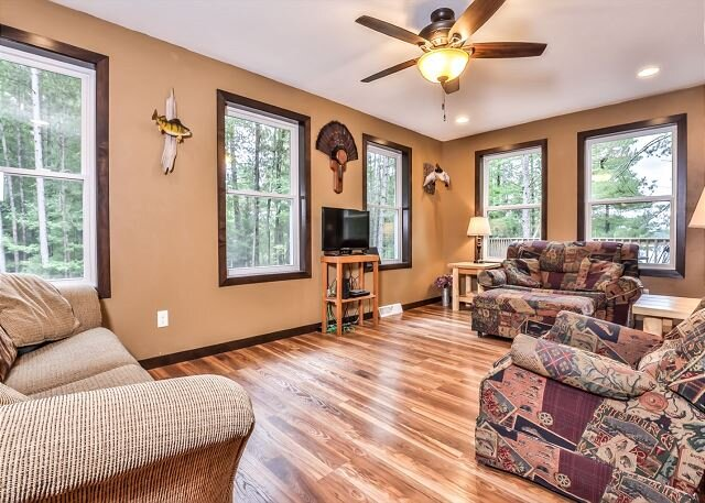 NEW! Beautiful 4 bedroom home on Pickerel Lake in Eagle River!, vacation rental in Star Lake