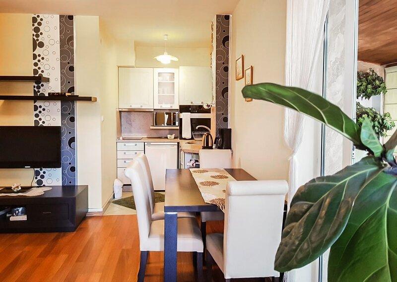 Welcoming Studio With Chic Winter Garden Terrace, casa vacanza a Peroushtitsa