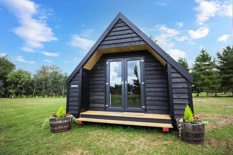 Unique 4 berth studio cabin for hire in rural Norfolk ref 24003B, alquiler vacacional en Mundford