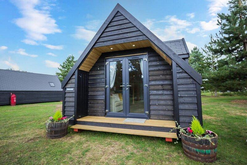 Beautiful 4 berth studio cabin for hire near fishing lakes ref 24002B, alquiler vacacional en Mundford