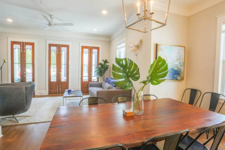 Luxury Home with Exquisite High End Fixtures; Walk to Nearby Restaurants, Parks,, alquiler vacacional en Sullivan's Island