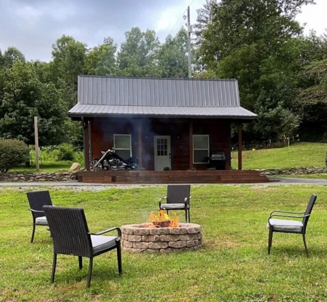 Dragon's Nest Cabin with Mountain Views, location de vacances à Fontana Dam