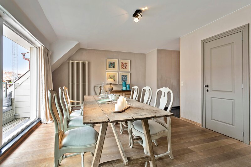Charming sunny duplex apt with 2 large terraces and private parking in Knokke, location de vacances à Sluis