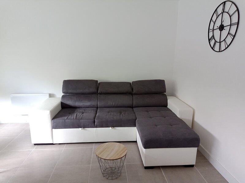 Appartement T3 au RDC avec une grande terrasse à proximité des Pyrénées, holiday rental in Asson