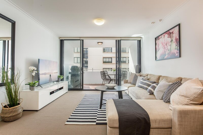 MadeComfy Executive and Stylish Inner-City Apartment, holiday rental in Enmore