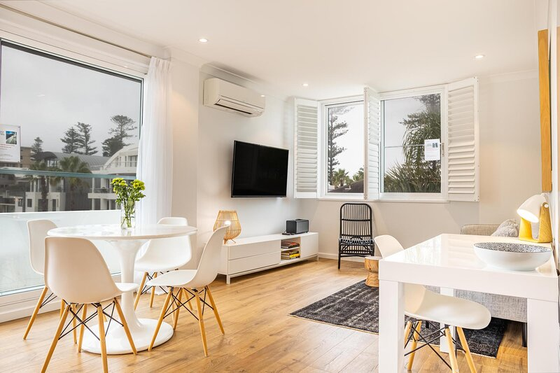 Chic apartment footsteps from Manly Beach, location de vacances à Manly Vale