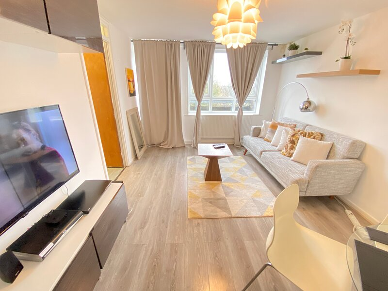 Ecolion 1 bed apartment woolwich O2, holiday rental in Welling