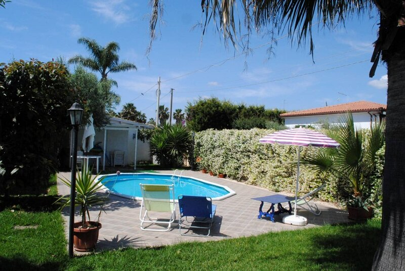 Apartment in villa Mede 1st floor - Swimming pool - Exclusive - wi-fi, holiday rental in Maeggio
