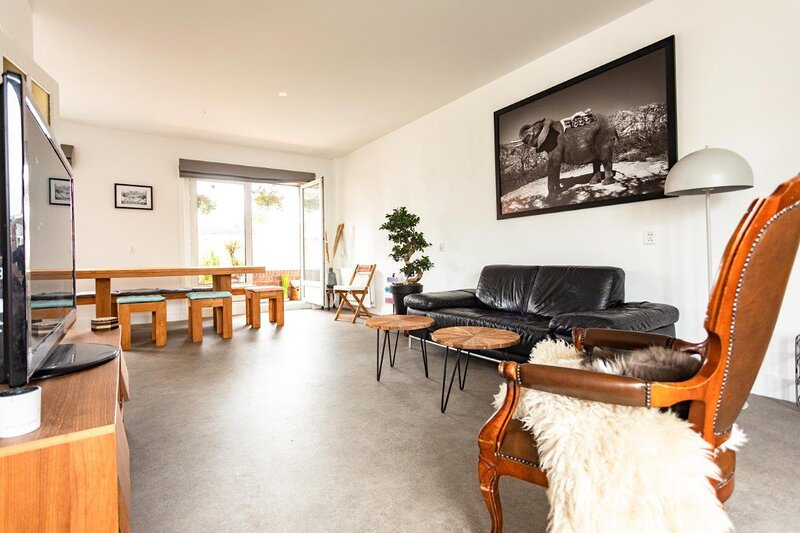 Beautiful apartment in Haarlem with 2 lovely cats, holiday rental in Heemstede