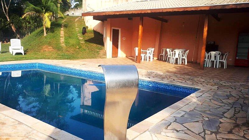 Chácara com piscina e churrasq em Santa Isabel/SP, alquiler de vacaciones en Piracaia