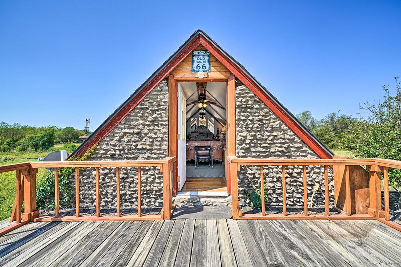 'The Rockhouse Cottage' with Deck on Tulsa Farm!, holiday rental in Broken Arrow