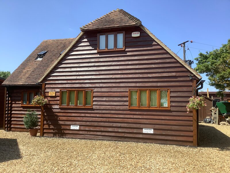 Clematis cottages: The Oak Eco Barn, Stamford and Rutland. Awarded 'Good To Go', holiday rental in Market Deeping