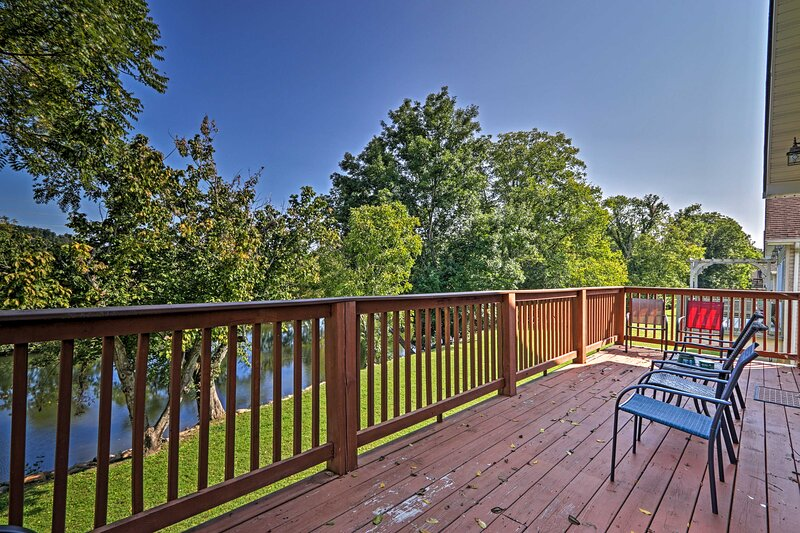 'River Oar'asis' in Heart of Pigeon Forge!, holiday rental in Pigeon Forge