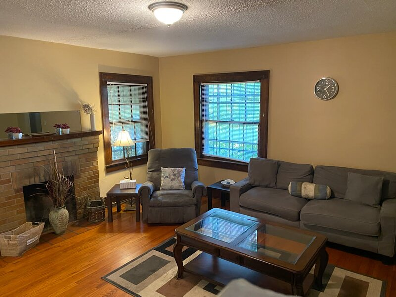 Quaint Apartment in Older East Knoxville, holiday rental in Mascot