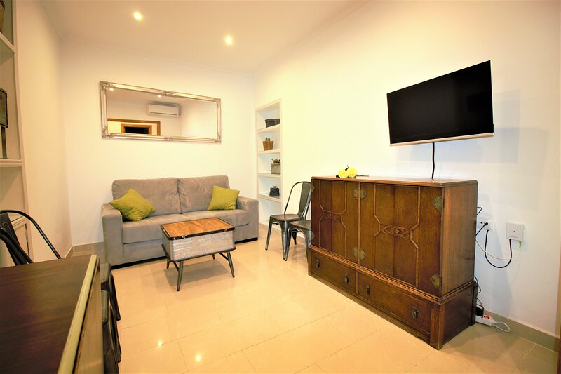 Apartment EVA, holiday rental in San Juan De Aznalfarache